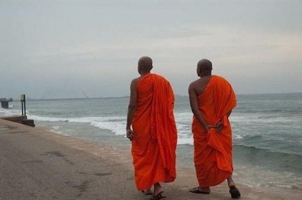 притча о двух монахах короткая с моралью